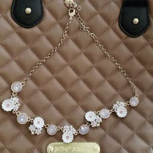 Pretty spring flower necklace BETSEY JOHNSON